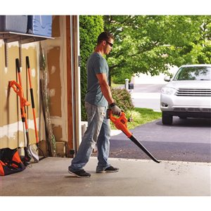 BLACK+DECKER 20 V MAX Lithium Sweeper