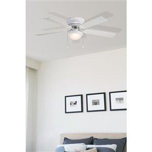 Harbor Breeze Armitage 52-in White Flush Mount Ceiling Fan