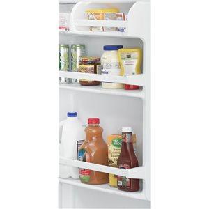 Whirlpool 28-in 14.3-cu ft Top-Freezer Refrigerator (White) ENERGY STAR