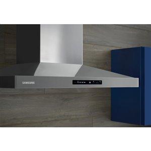Samsung 30-in 600 CFM Wall-Mounted Range Hood (Stainless Steel)