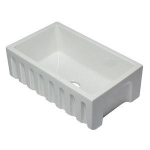 ALFI Brand 29.88-in x 18.13-in White Reversible Smooth/Fluted Single Bowl Fireclay Farm Sink
