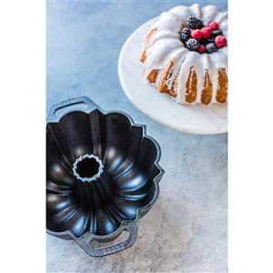 Lodge Legacy Cast Iron Fluted Cake Pan