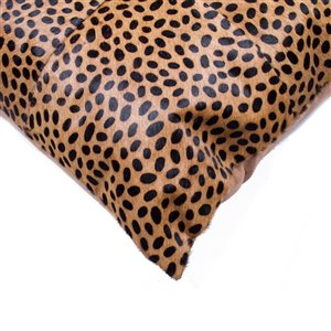 Natural by Lifestyle Torino Cowhide Togo Quattro 2-Piece Cheetah 18-in x 18-in Square Indoor Decorative Pillow