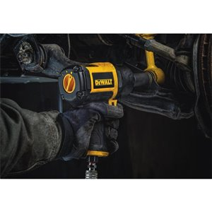 DEWALT 650 ft-lb Air Impact Wrench