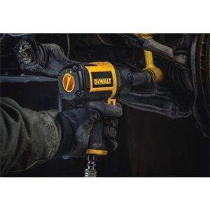 DEWALT 650 ft-lb Air Impact Wrench