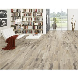 My Style Ranch Wood 7.5-in W x 4.2-ft L Embossed Wood Plank Laminate Flooring