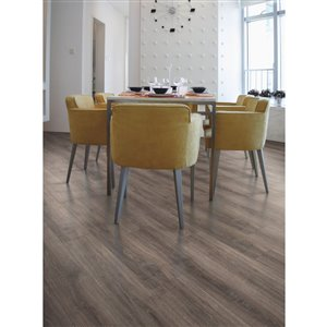 Mohawk Dakota Beachwood Oak 7 48 In W X 4 52 Ft L Embossed