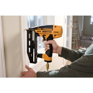 Bostitch 16-Gauge Smart Point Pneumatic Finish Nailer Kit