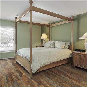 Pergo Roadhouse Oak 7.48-in W x 3.93-ft L Smooth Wood Plank Laminate Flooring