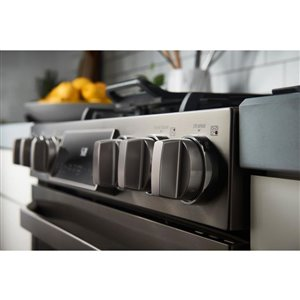 LG Studio 30-in 5-Burner 6.3-cu ft Self-Cleaning True Convection Slide-In Gas Range (Fingerprint-Resistant Black Stainless Steel)