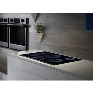 Samsung 36-in 5-Element Smooth Surface Induction Electric Cooktop (Stainless Steel)