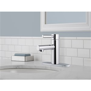DELTA Struct Chrome 1-Handle Single Hole 4-in Centerset WaterSense Bathroom Sink Faucet with Drain